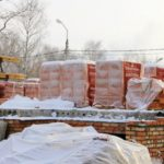 Кирпичная кладка в зимних условиях — описание фото видео.