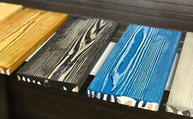 Образцы заготовок, покрытых двойным слоем морилки и подвергшиеся брашированию.