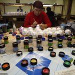 Как изготавливают елочные игрушки в Новгородской области