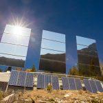 Большие зеркала для освещения темной долины в Норвегии