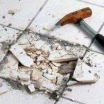 Почему со временем отваливается плитка в ванной