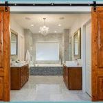 Как правильно выбрать двери в ванную и туалет: основные рекомендации